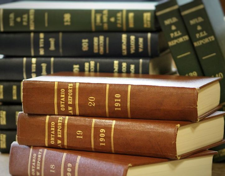 Canadian_law_books_(31460630695)